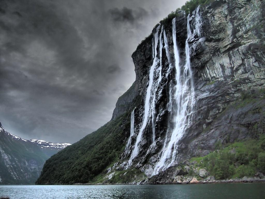 Водопад семь сестер Норвегия