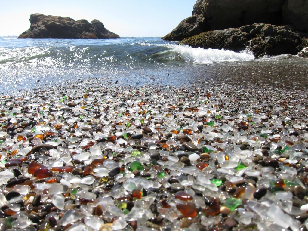 Glass Beach, Fort Bragg, California, USA (Стеклянный пляж, Форт Брэгг, Калифорния, США)