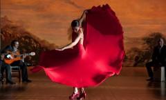 девушка-в-красном-танцует-фламенко