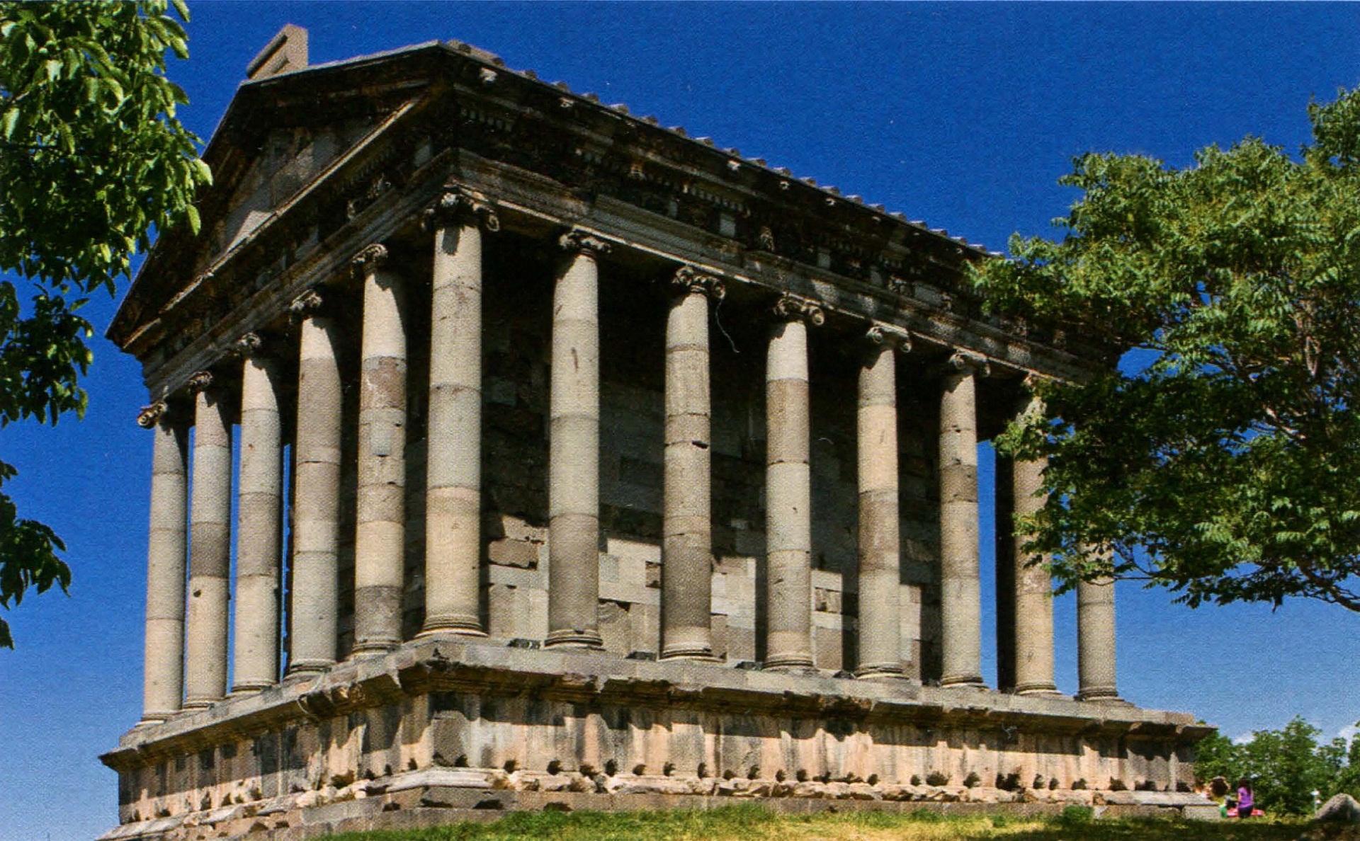 hram-mihra-v-garni