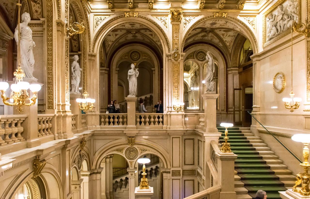 Wien_Staatsoper-парадная лестница