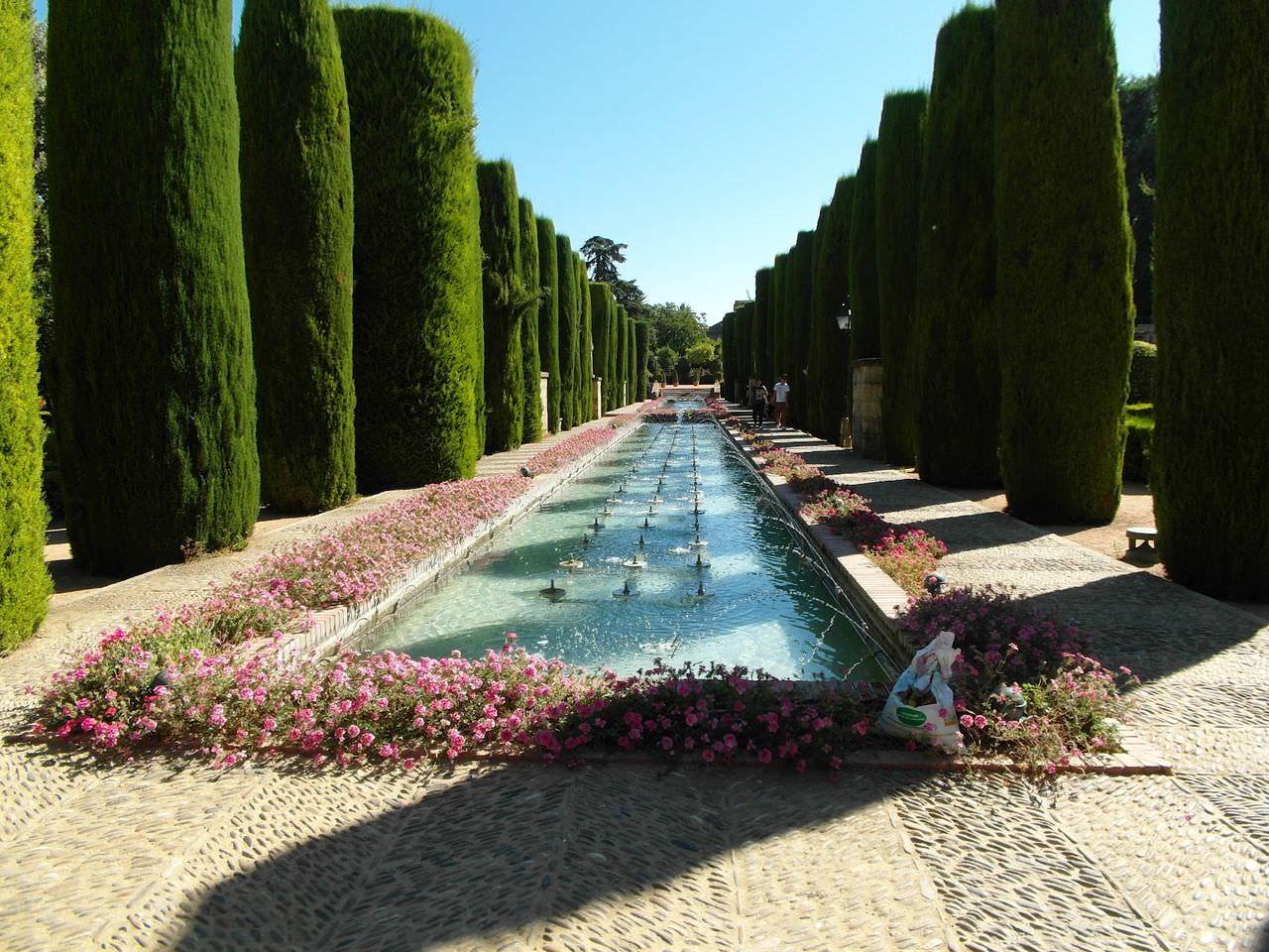 сады замка Алькасар в Сеговии, Испания