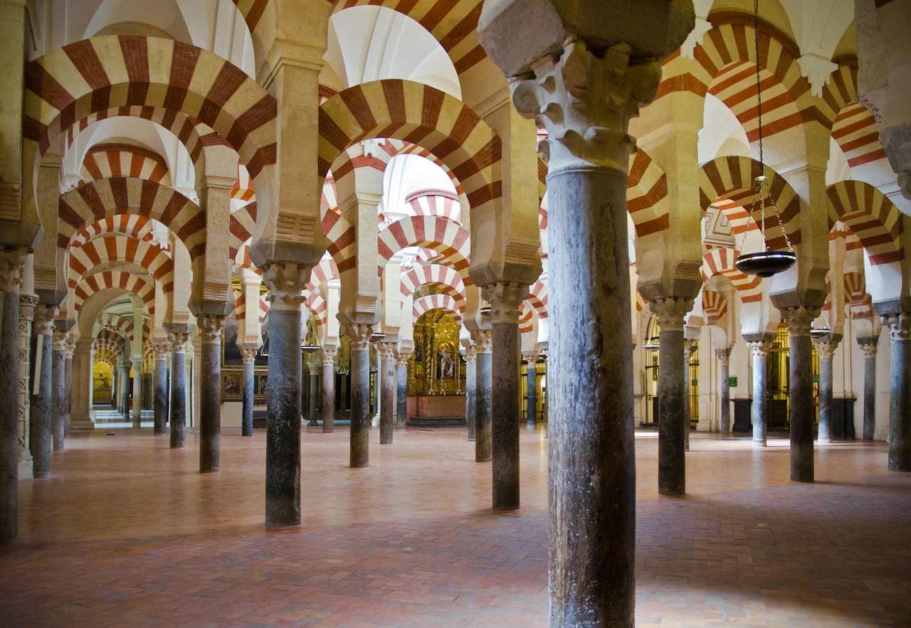 Мескита-соборная мечеть Кордовы внутри
