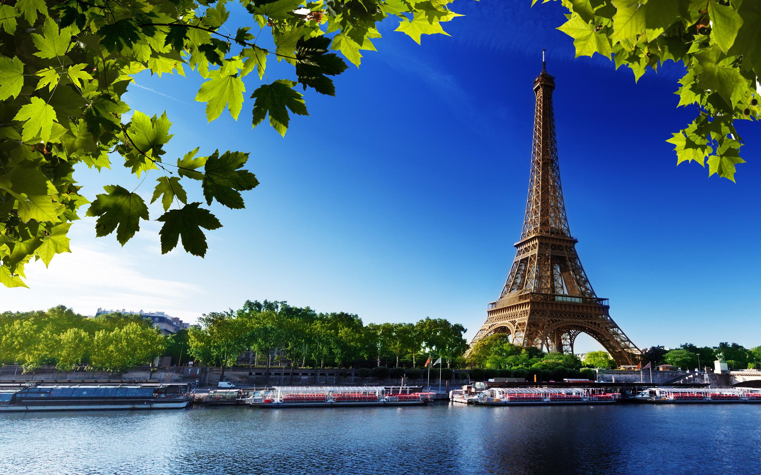 Париж, вид на Эйфелевую башню