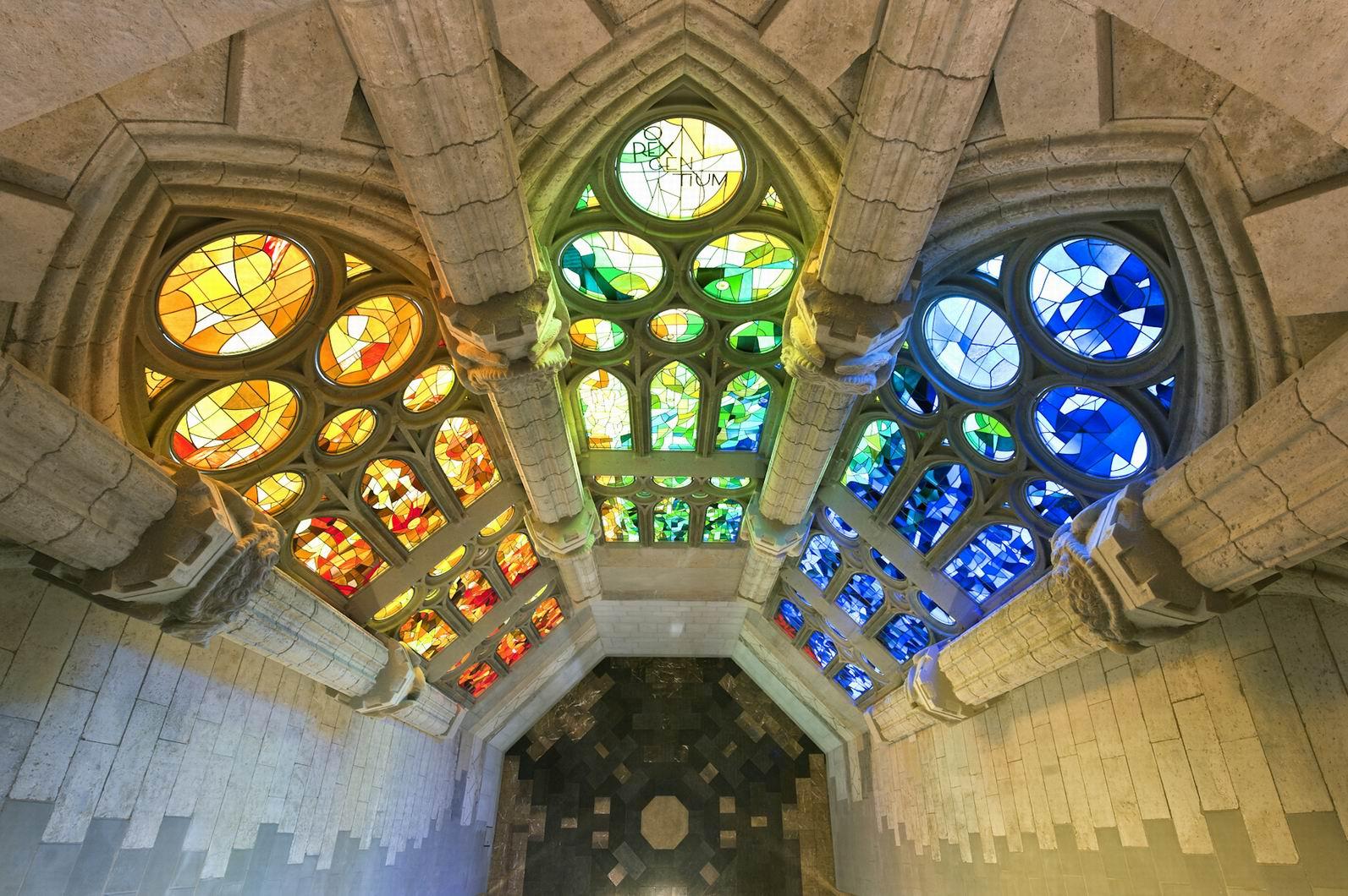 Саграда-фамилия-Барселона-достопримечательности-храм-Испания