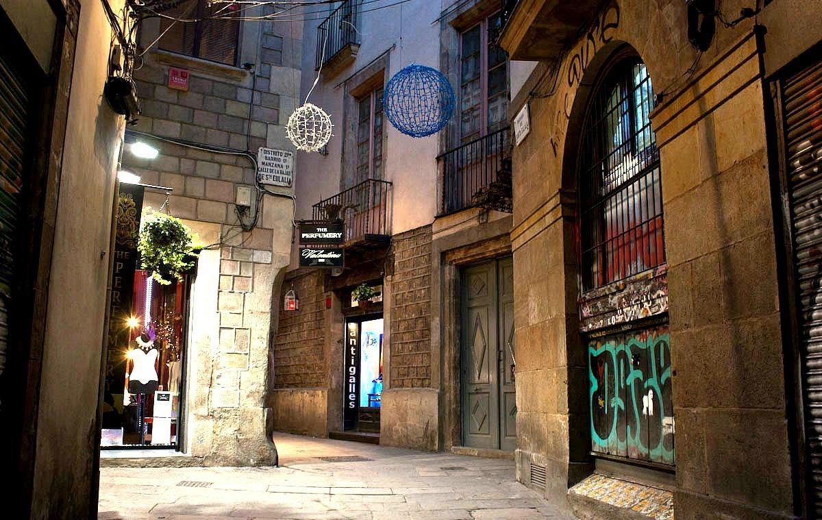 Vicolo-barrio-goticheskiy-kvartal-barcelona
