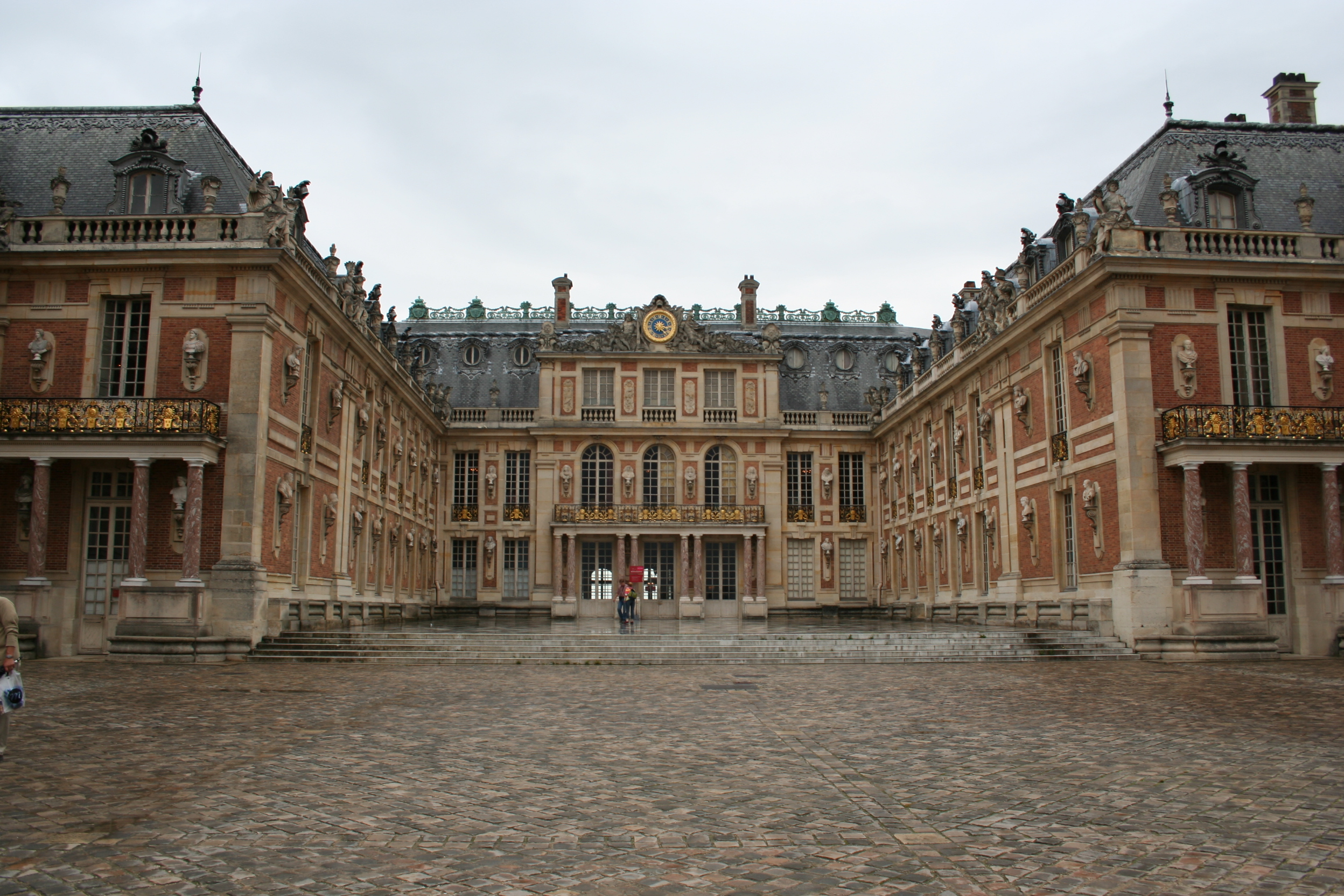 Palace_of_versailles_mramorniy_dvor_France