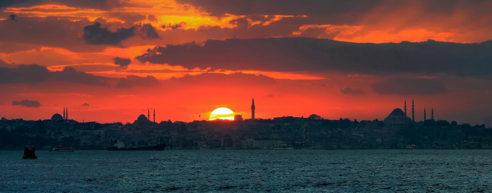 Вечерний_Стамбул_панорама_города_Турция