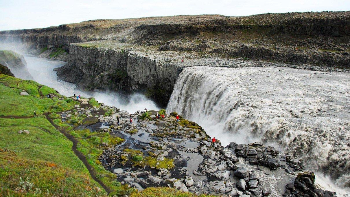 samye-krasivye-vodopady-dettifoss-island