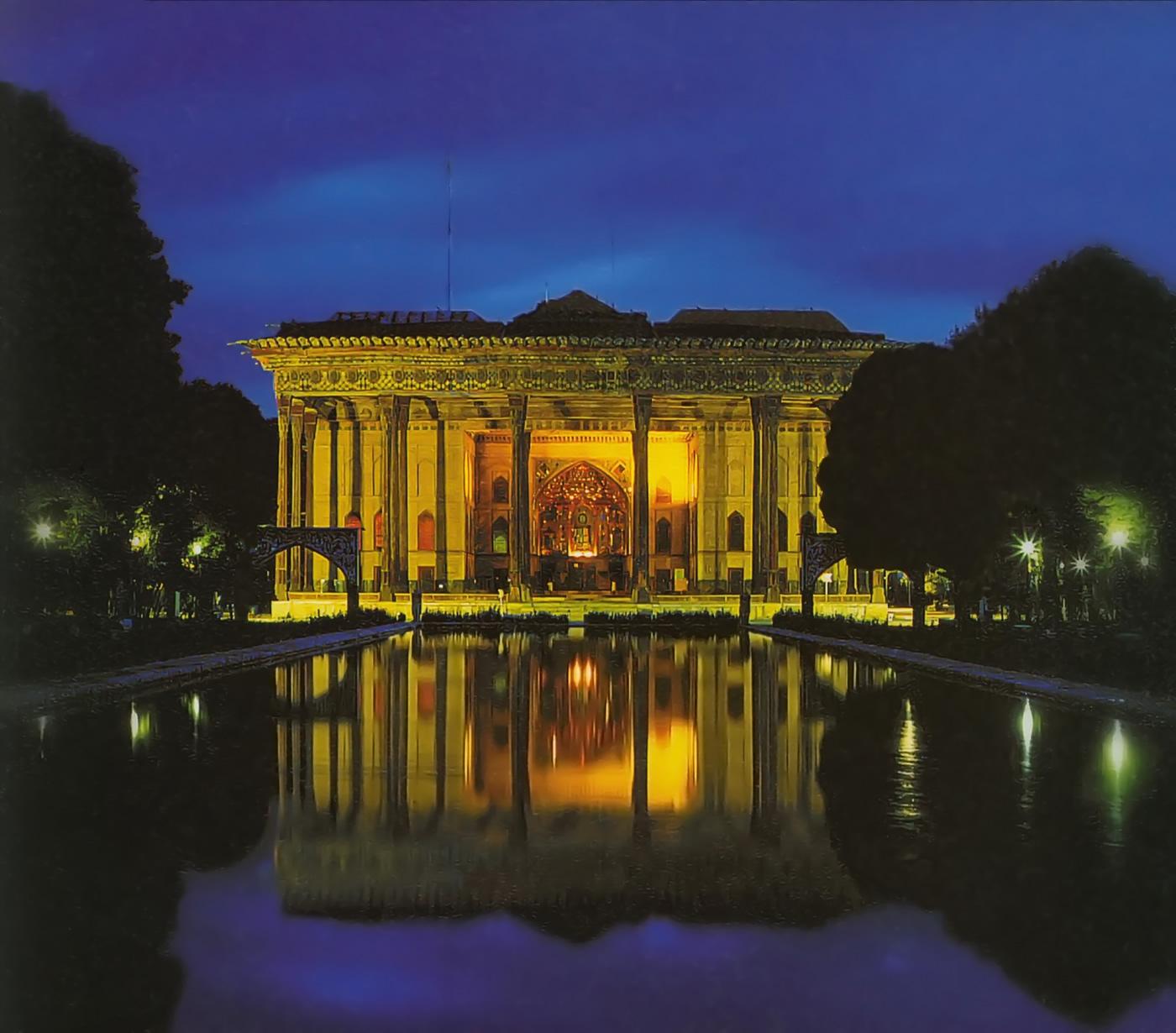 Дворец_Чехель_Сотун_ночью_Исфахан