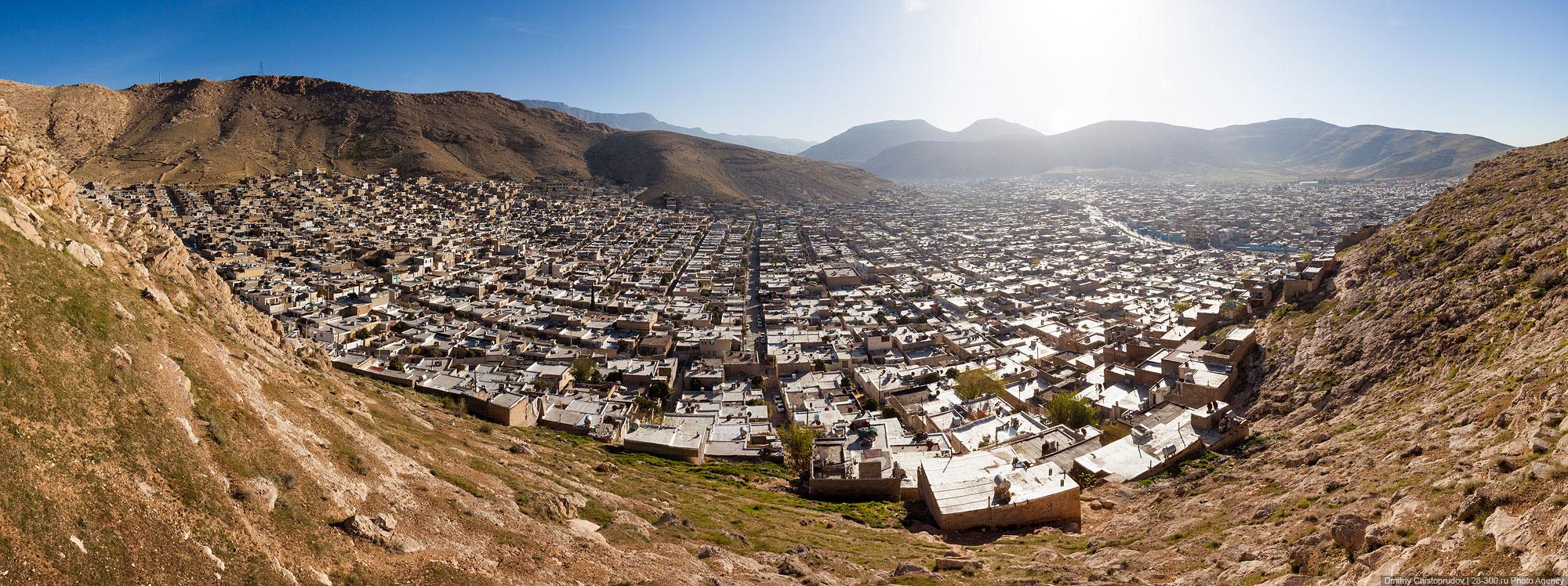 вид сверху на город, Иран
