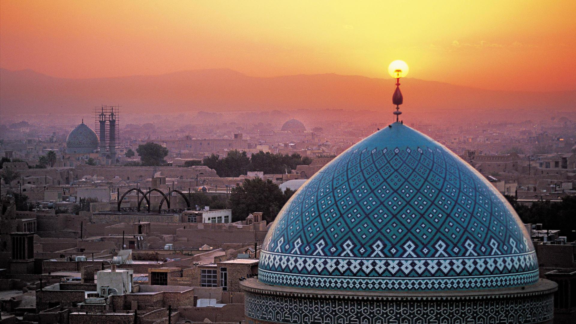 загадочный_Иран_вид_сверху_купол_мечети_обои