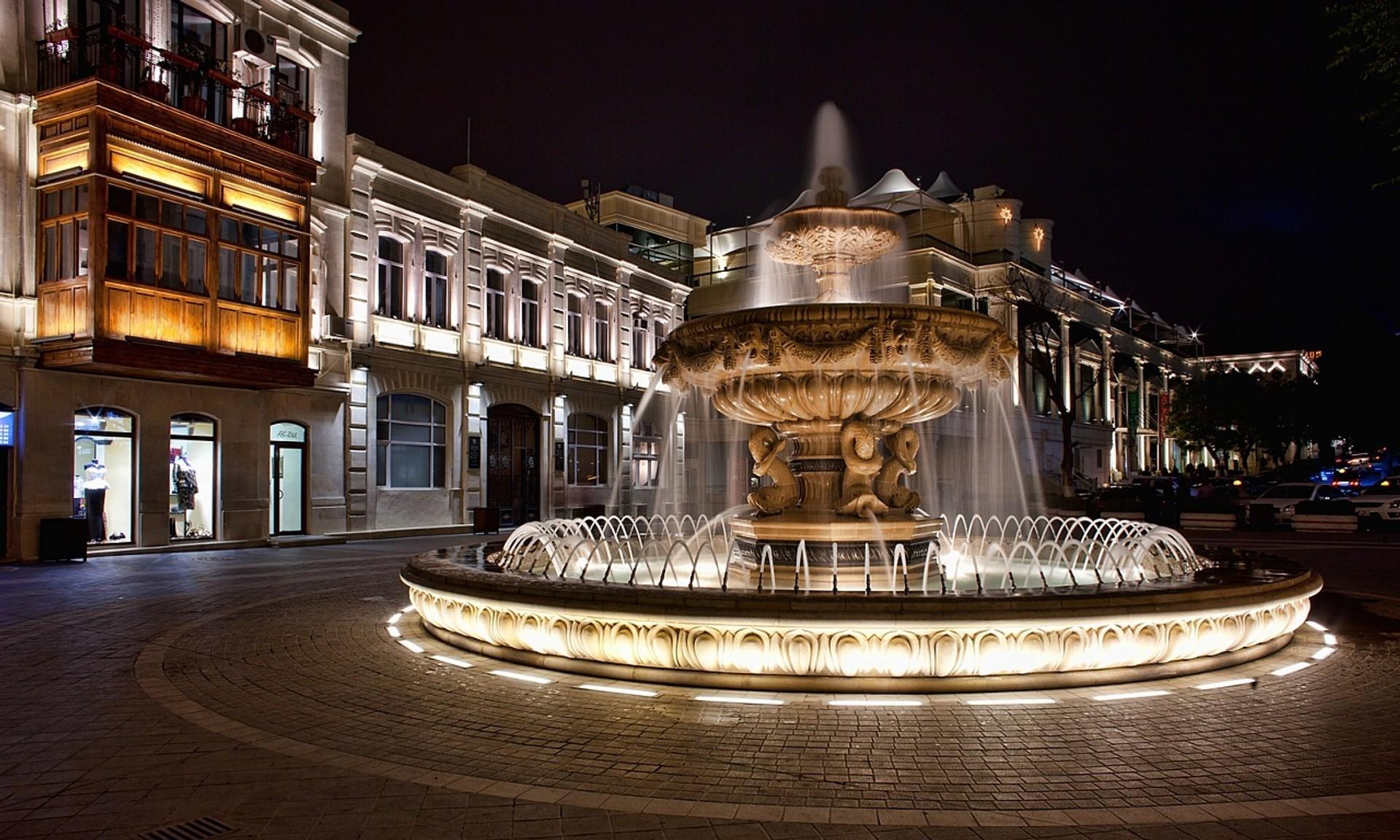 площадь-фонтанов-Баку-Азербайджан