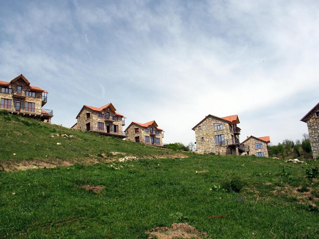 Иджеван_Армения.зеленые_луга_горы_красивая_природа1