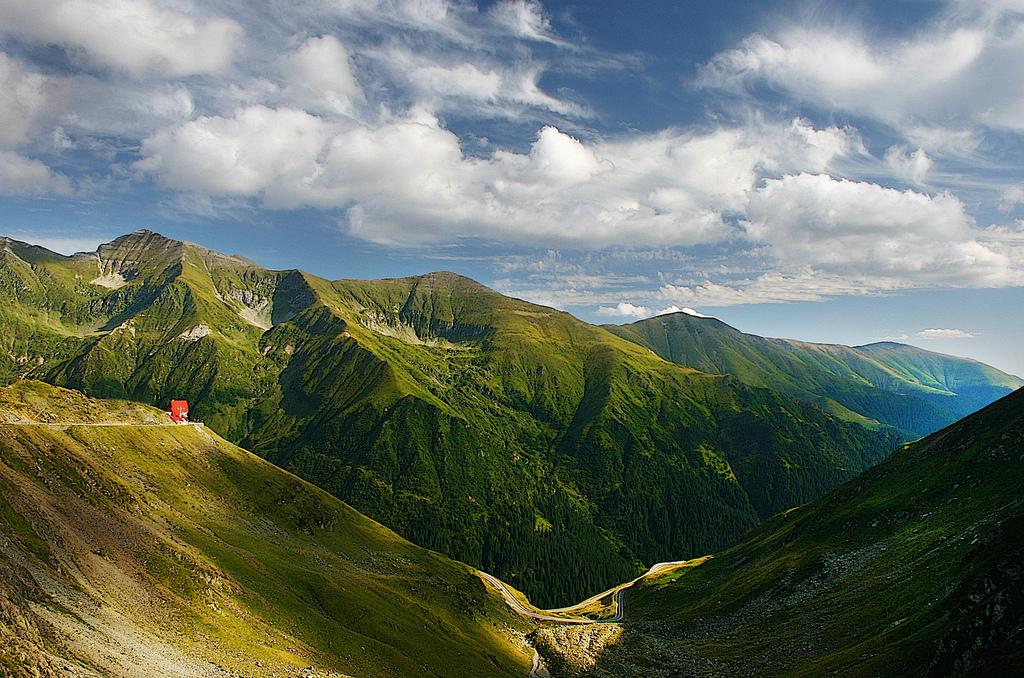 Румыния_зеленые_холмы_долина_горы_Румынии