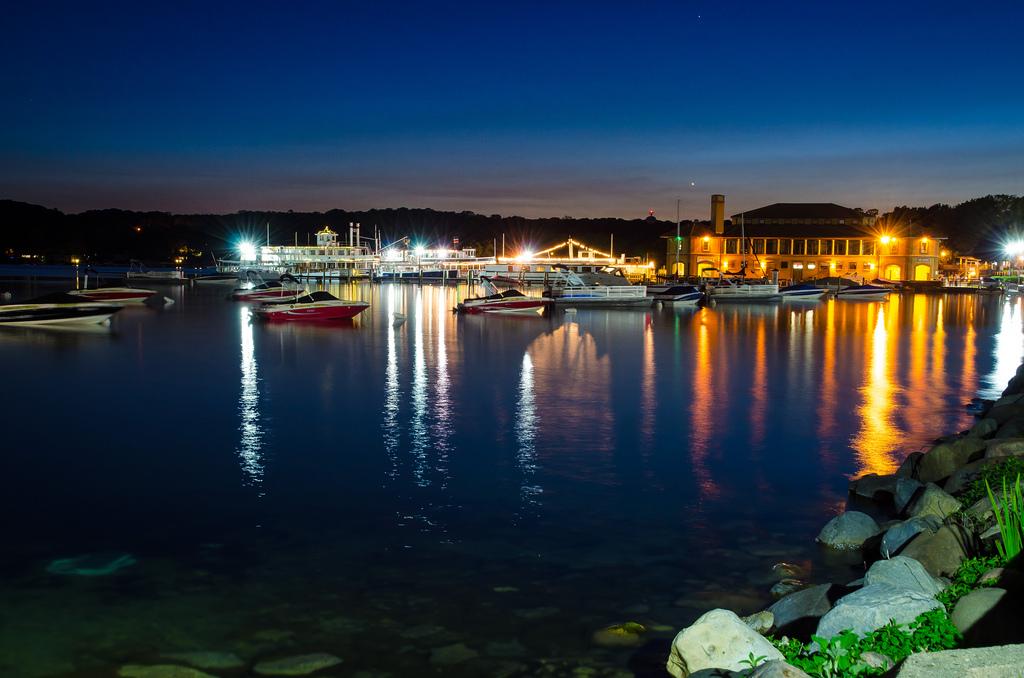 Lake_Geneva_night_озеро_Альп_женевское_озеро