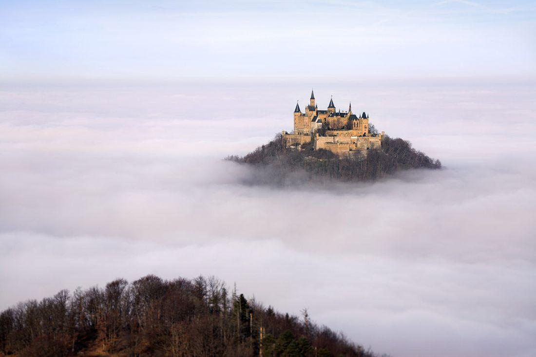 Hohenzollern_замок_Германии_в_тумане