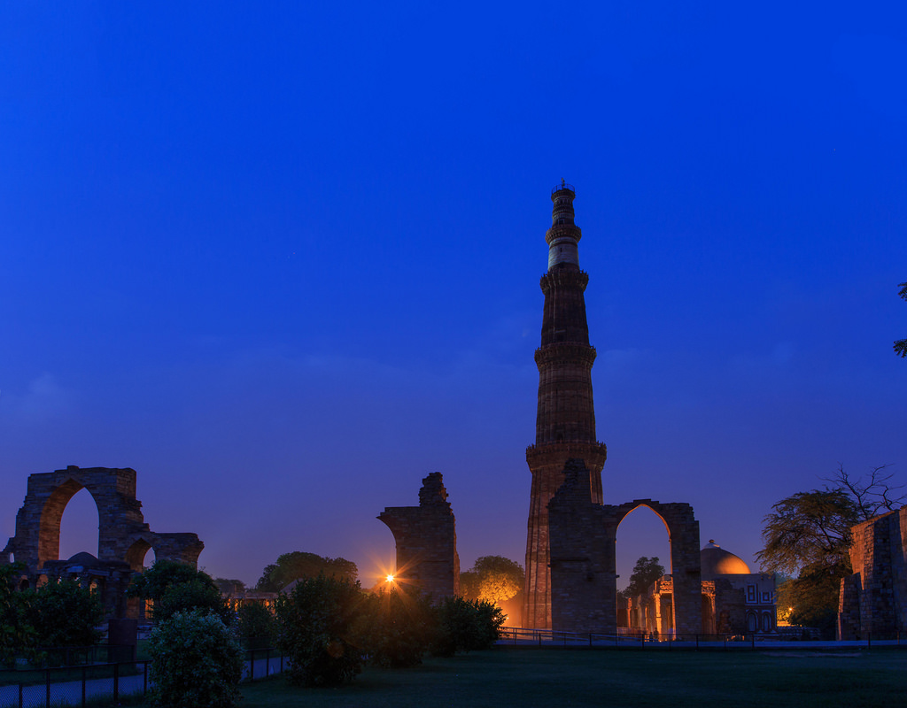 kutub_minar_night_deli_india_original