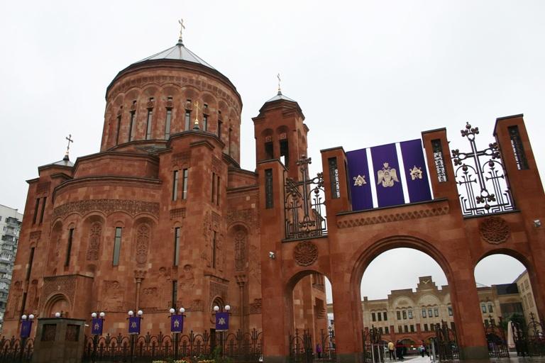 армянский_храмовый_комплекс_Москва_центральный вход