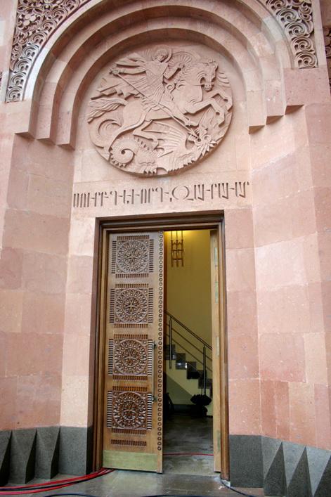 вход_в_армянскую_церковь_Москва