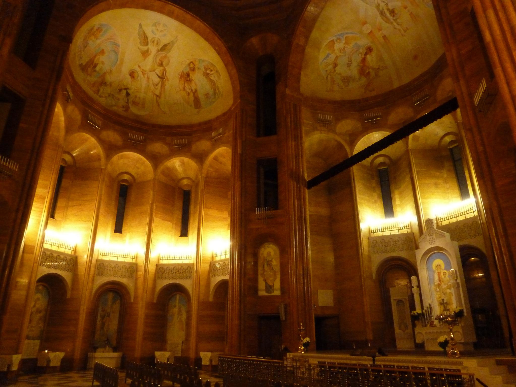 армянская_церковь_в_Москве_вид_изнутри