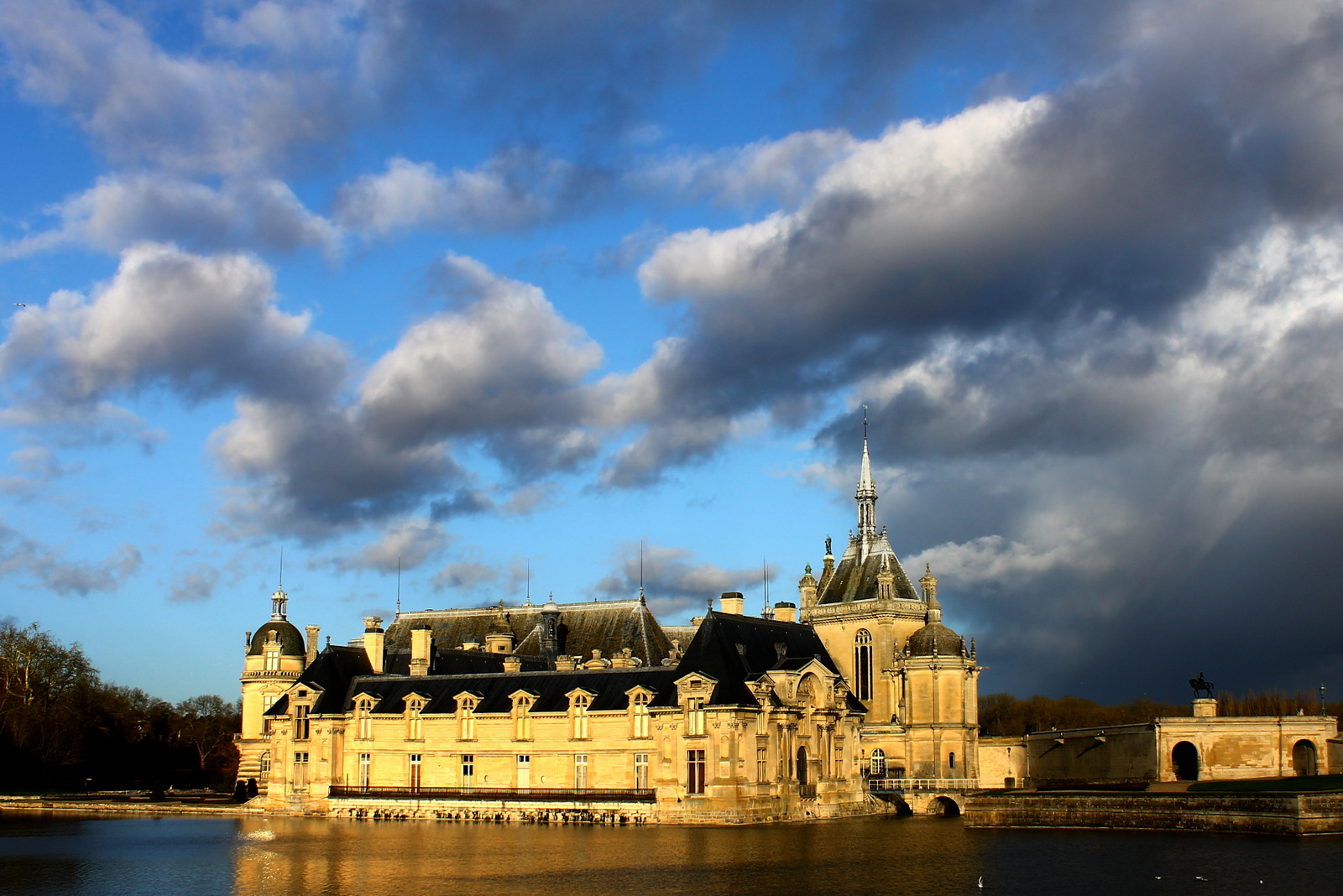 Chantillies_castle_france_Château_de_Chantilly_замок_Шантийи_Франция
