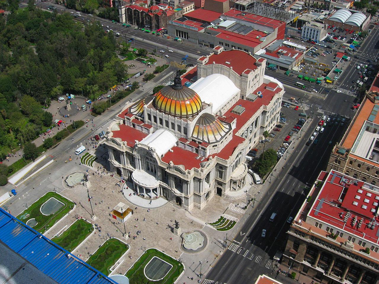 Вид_на_дворец_изящных_искусств_в_Мехико