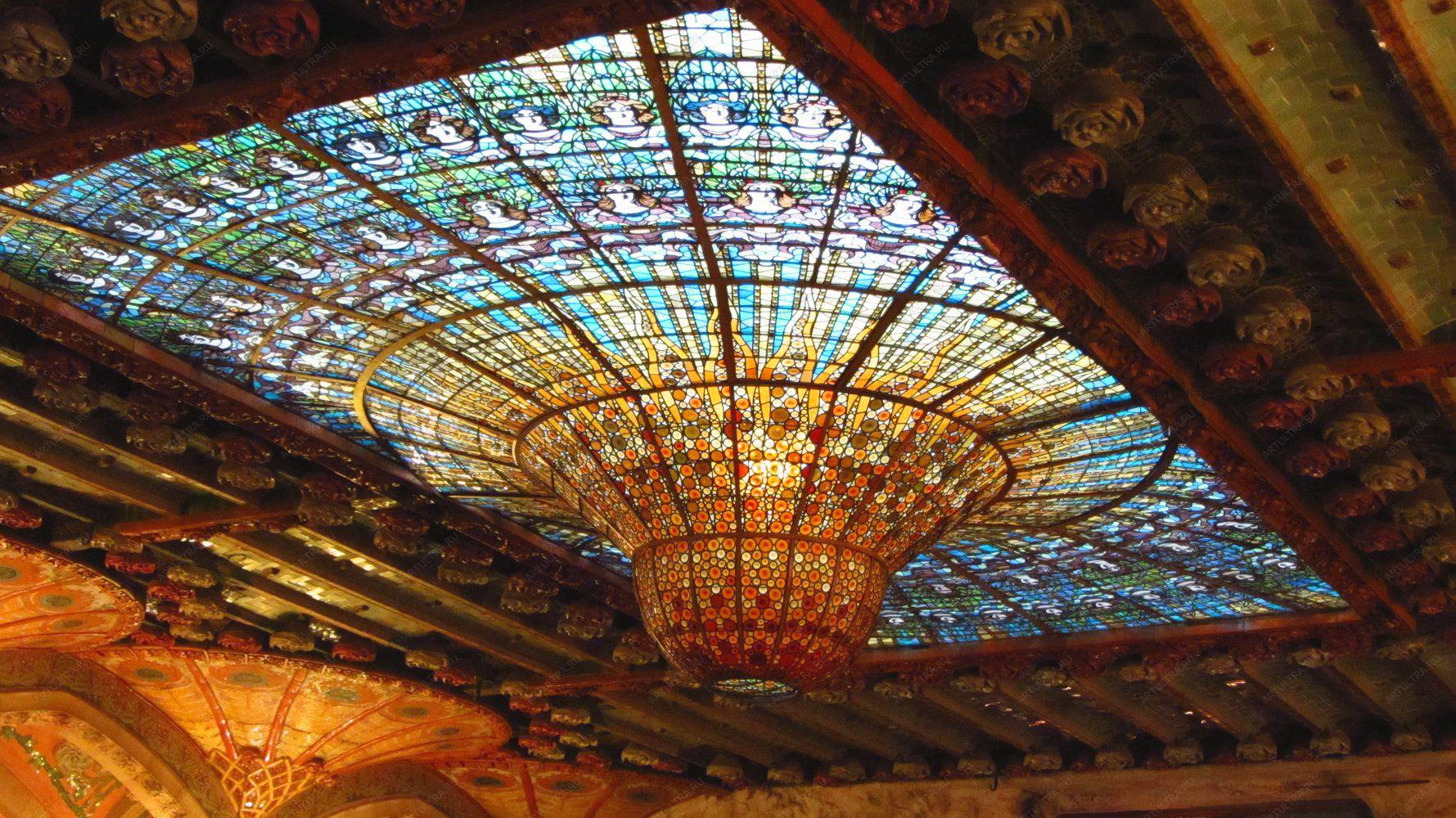 люстра_в_дворце_каталонской_музыки_Барселона