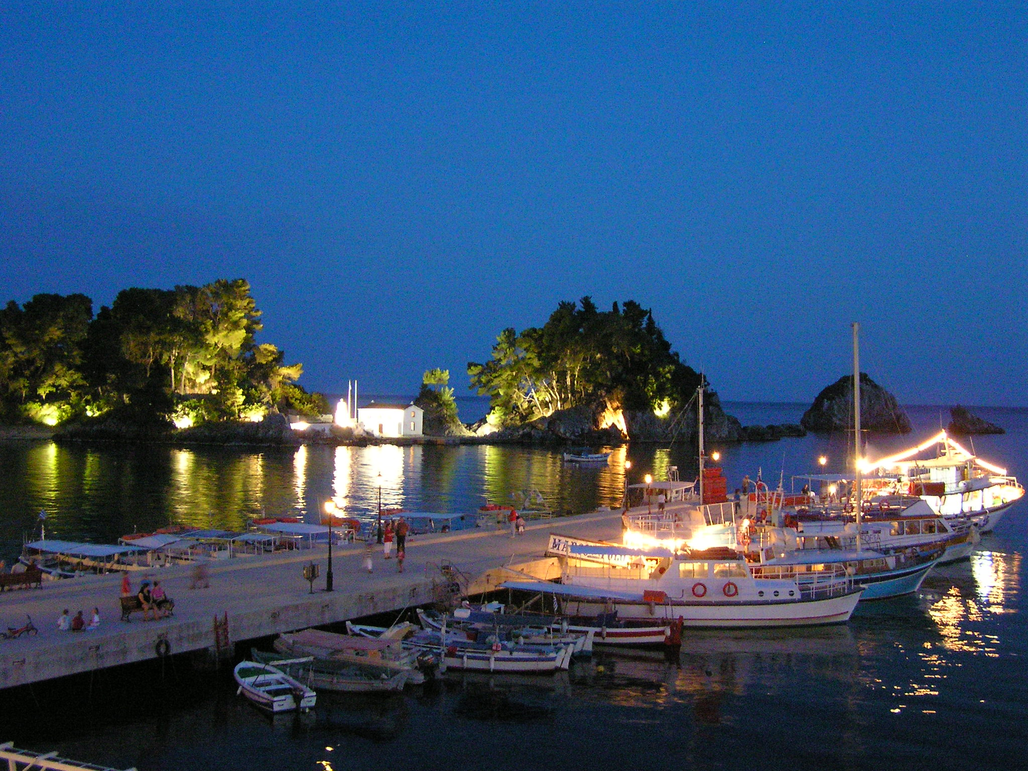 Greece_parga_night