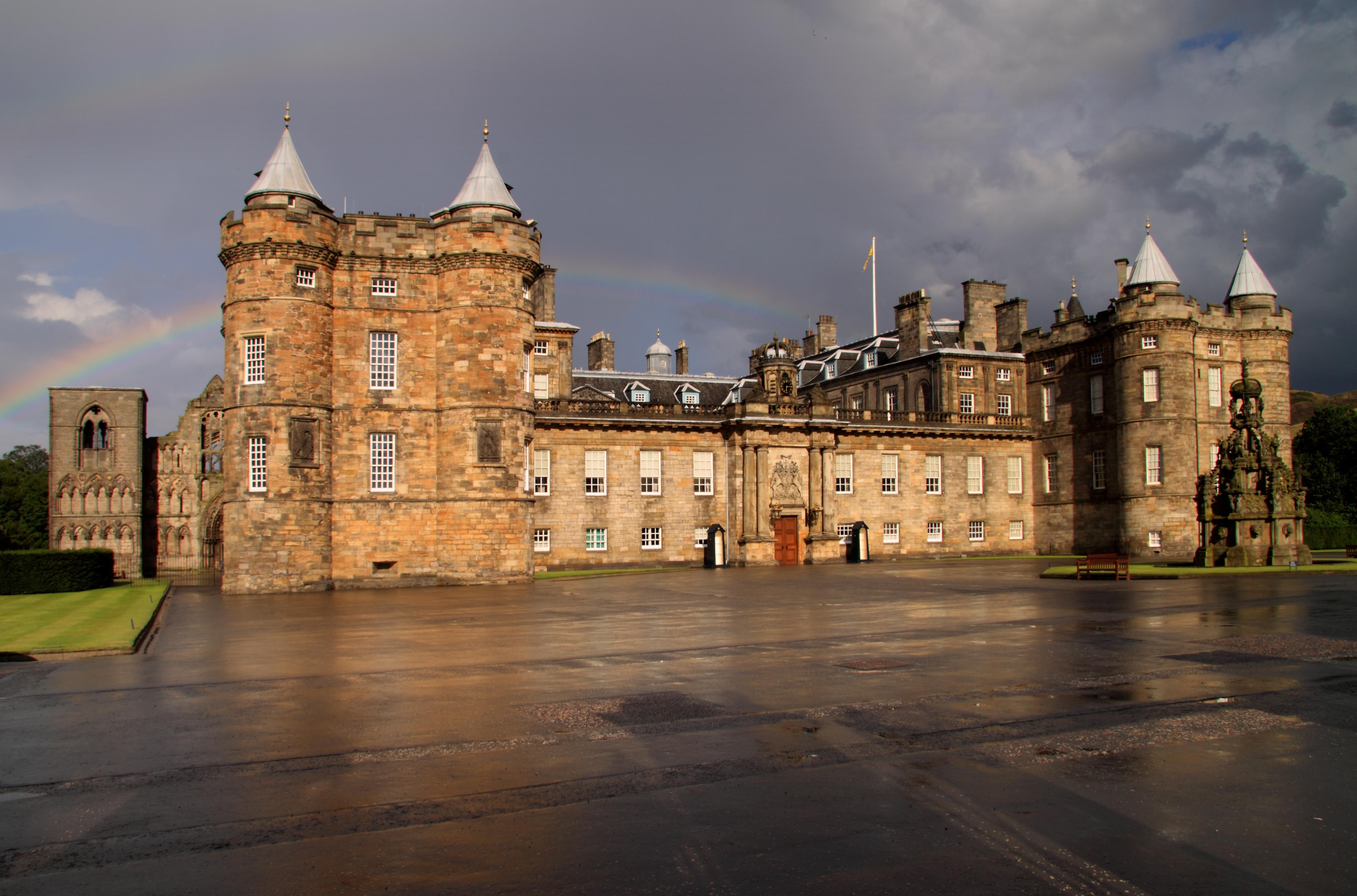 holyrood_house_castle_edinburgh_scotland