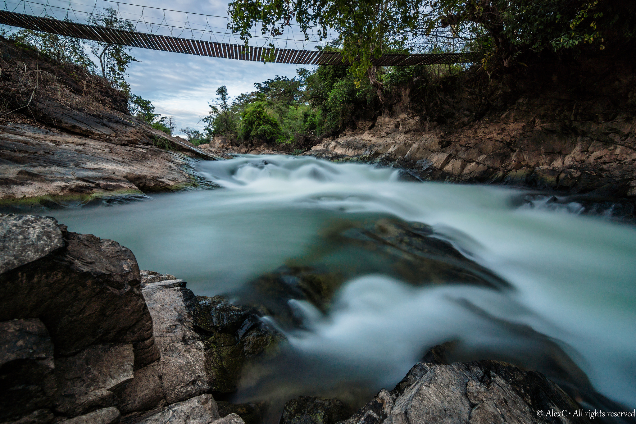 khon_laos_waterfalls_under-brige