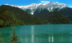 lake-ritsa-abkhazia-north-caucasus-black-sea-great-caucasus-mountains_ozero_ritsa