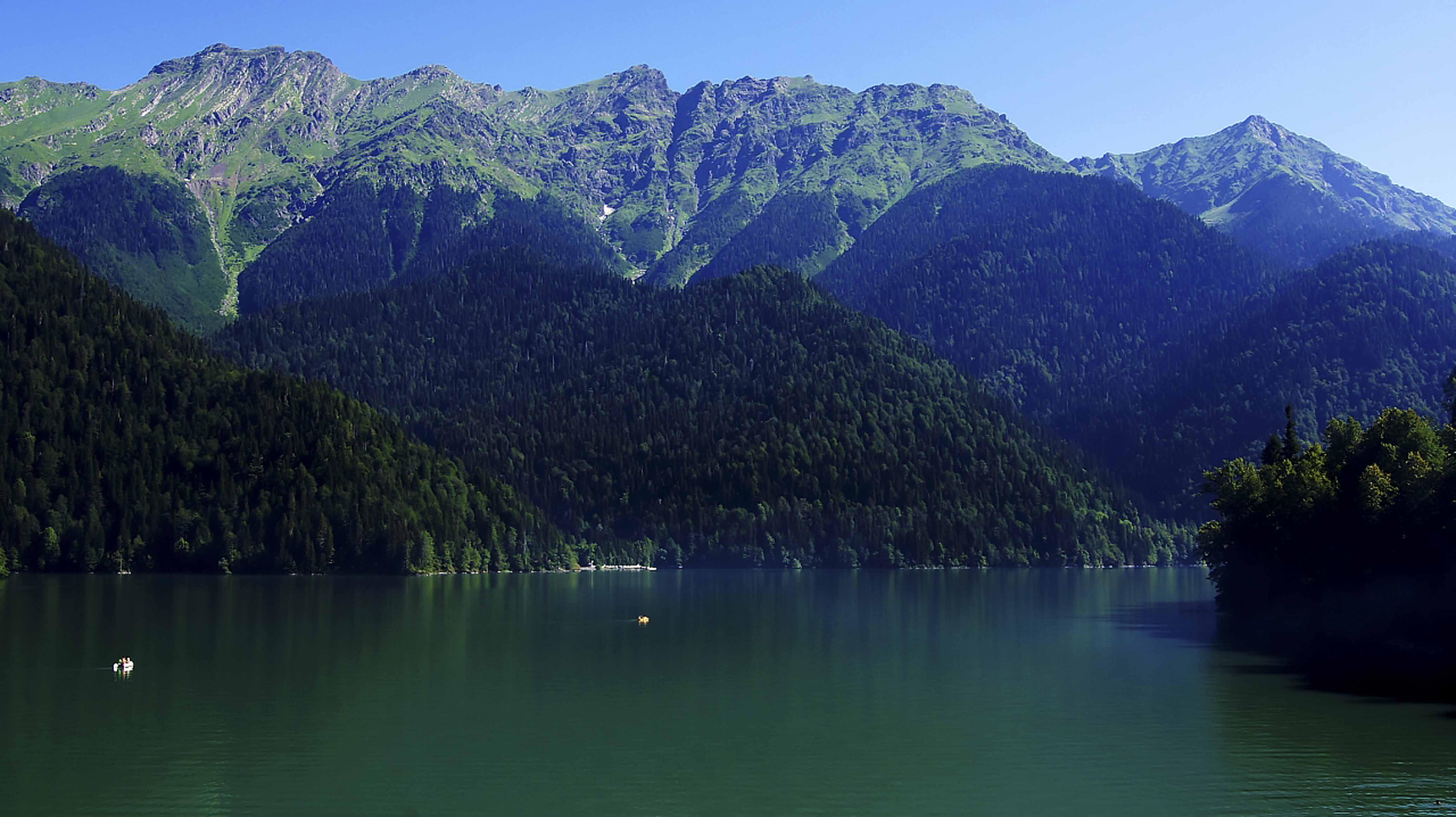 lake-ritsa-abkhazia-north-caucasus-black-sea-great-caucasus-mountains_ozero_ritsa