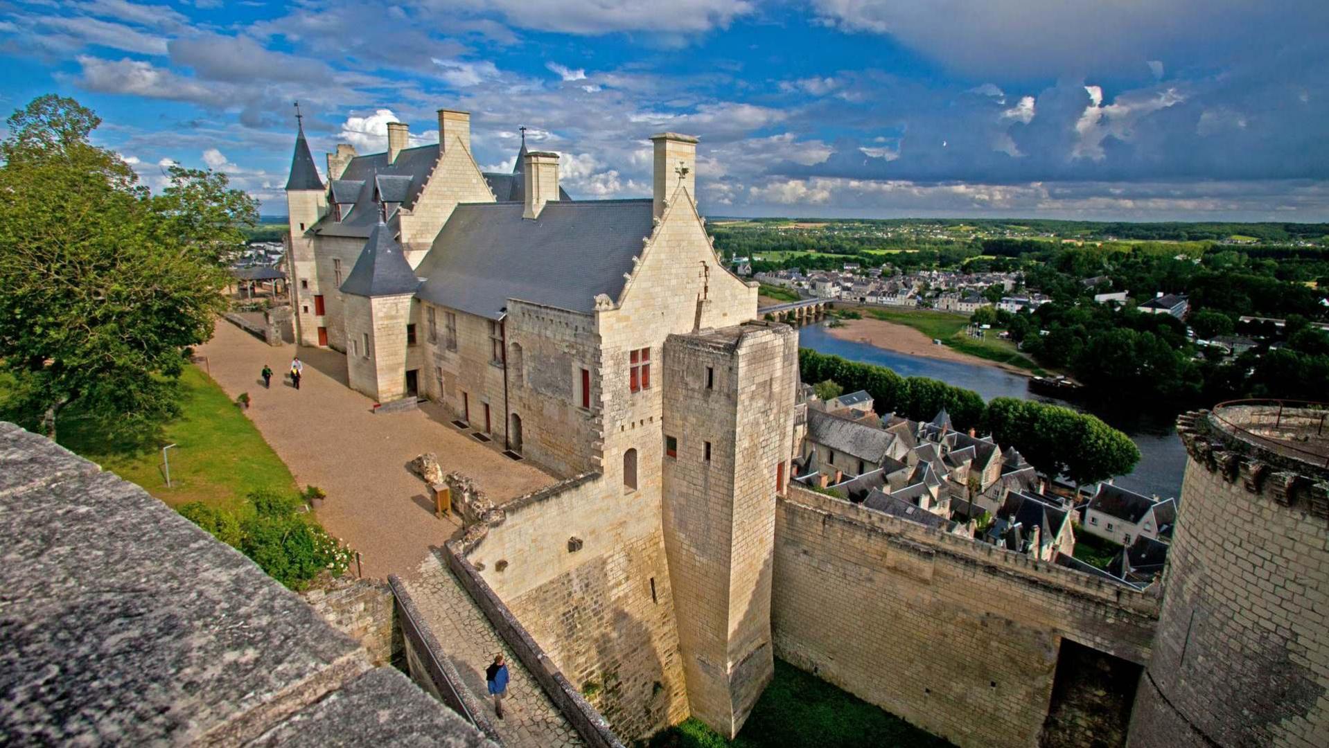 Château_de_Chinon_castle_France_Shinon
