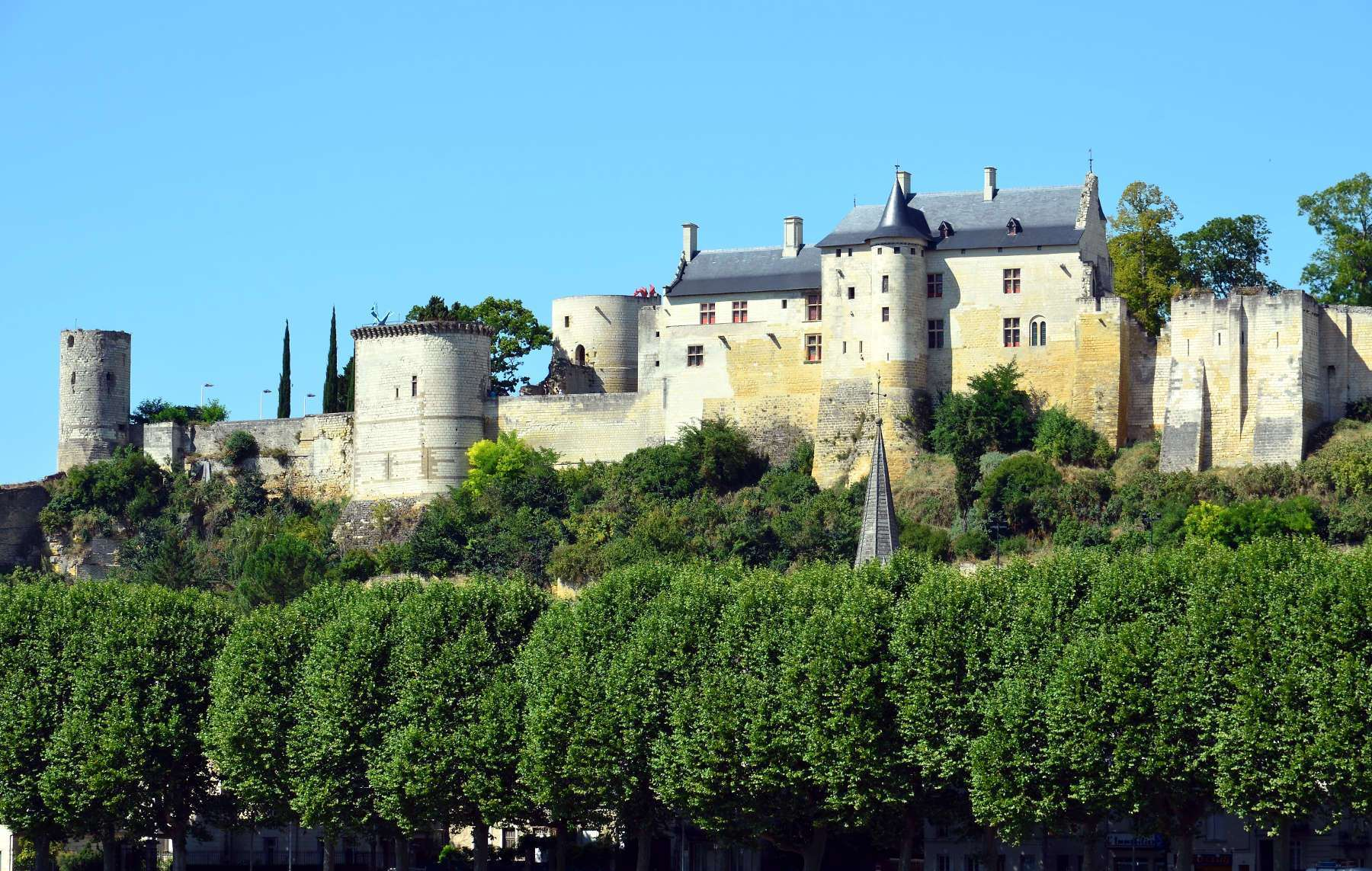 Château_de_Chinon_castle_France_Shinon