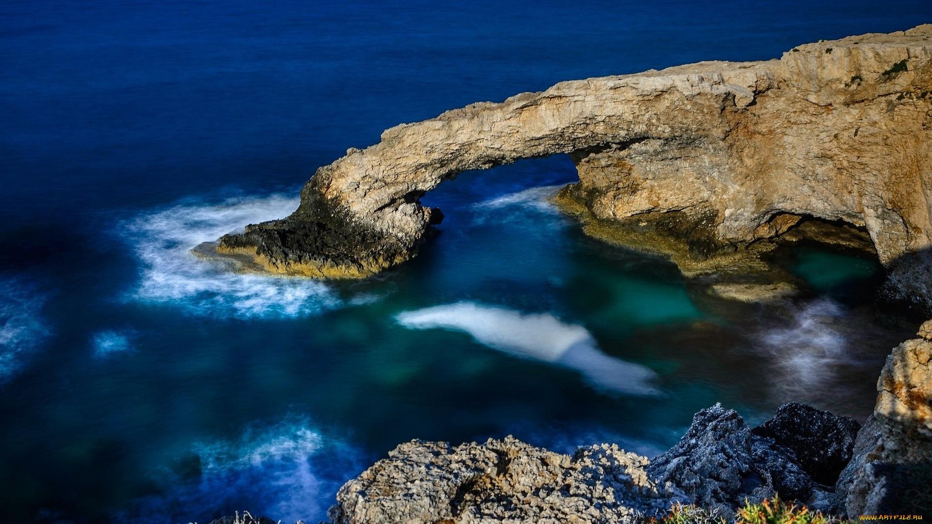 priroda-poberezhe-skaly-more-kipr
